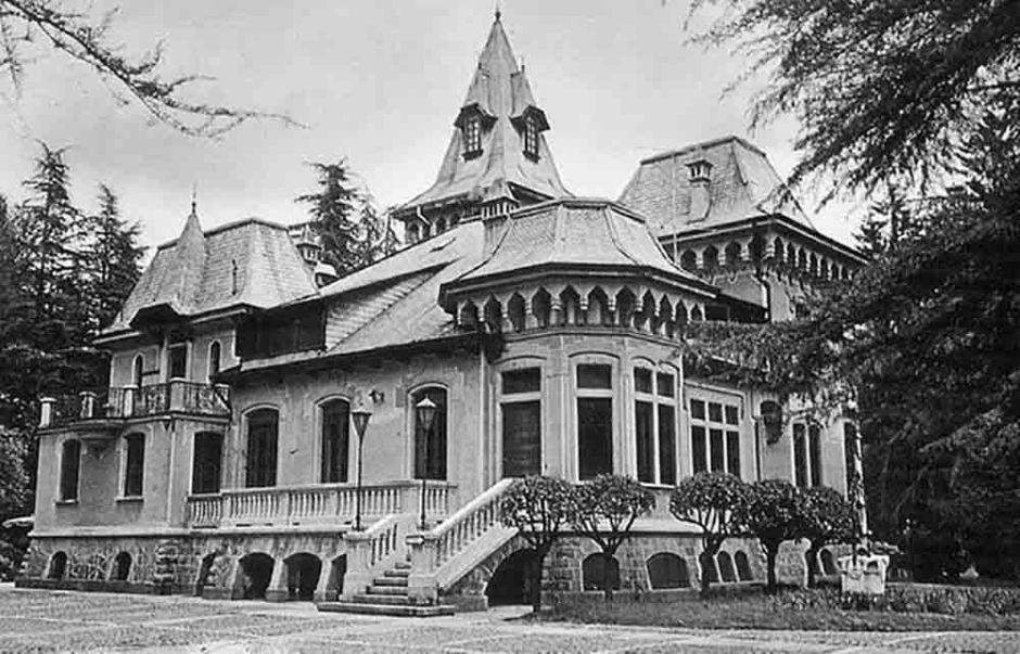 Lacossatochefu oggi in completo abbandono ma una volta villa katiuscia era un vero - Piscina rivetti biella ...