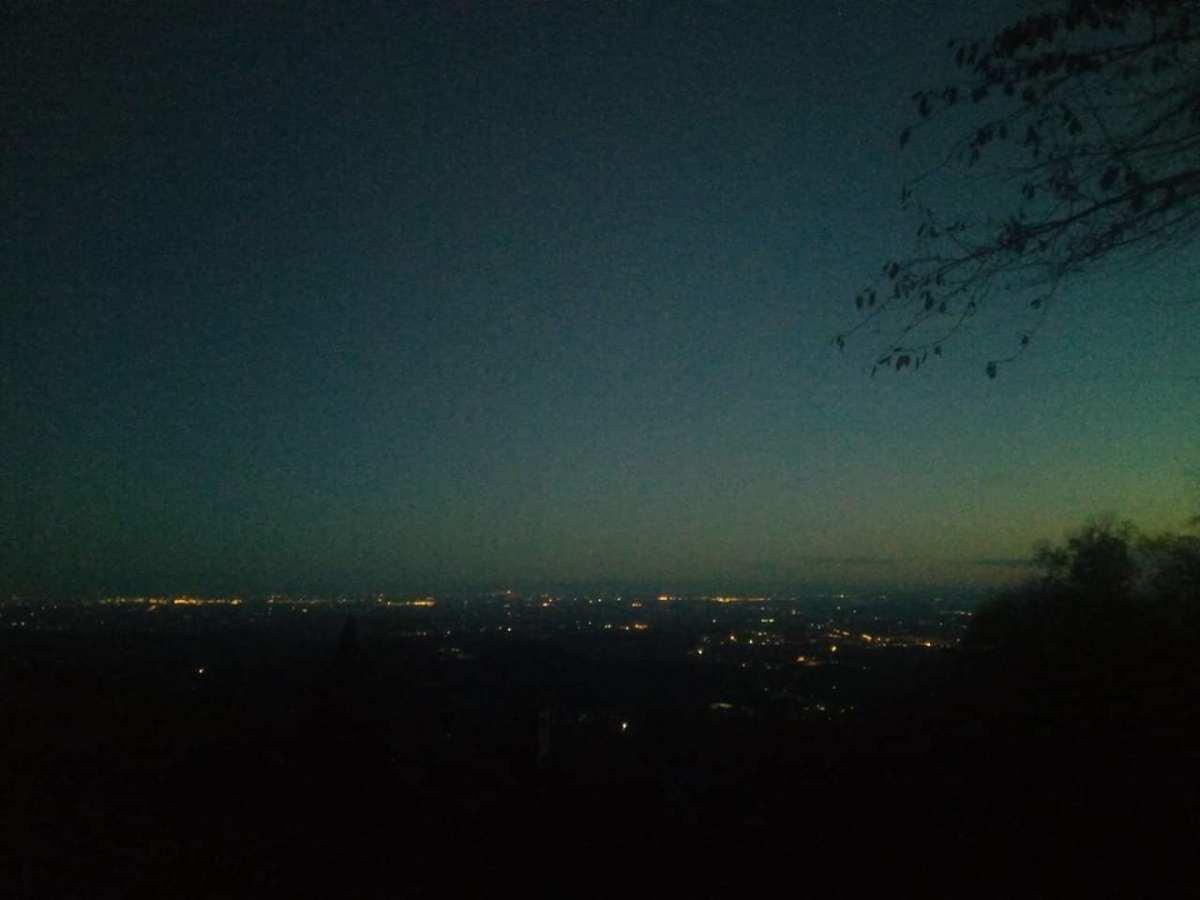 #IlMondoDiMartina - La notte sta arrivando, e la città si illumina, in previsione di una lunga nottata...